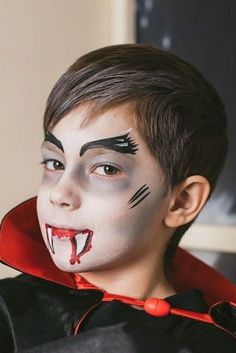 Face painting for boys: vampire Halloween Makeup For Kids, Halloween Costumes Kids Boys, Halloween Hair, Boy Costumes, Halloween Painting, Boy Vampire Makeup, Vampire Kids, Halloween Vampire, Face Painting For Boys