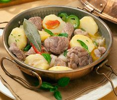 Cataplana de Borrego European Cuisine, Carne, Beef, Meals, Top, Gamebirds, Holiday Recipes, Kitchen Accessories, Lamb