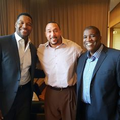 """Great way to end afternoon sessions at EY with Fox Sports Michael Strahan & Curt Menefee. #Wakeuphappy #SGFUS"""