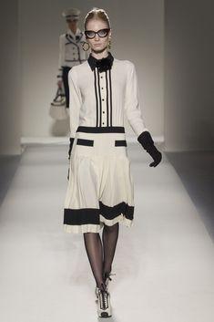 Moschino Fall 2011 Ready-to-Wear Fashion Show - Melissa Tammerijn