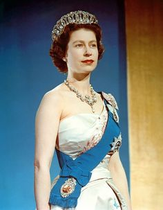 Queen Elizabeth Ii Canvas Print - Queen Elizabeth II, Coronation by Everett Pictures Of Queen Elizabeth, Young Queen Elizabeth, Princess Elizabeth, Queen Mary, Princess Diana, Pippa Middleton, Jackie Kennedy, Summer Family Pictures, Family Picture Outfits