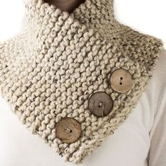 20 DIY knitting ideas for beginners - DIY Stuffs Grab the FREE TRUST : Scarf Cowl Knitting Pattern. This is a beginner knitting pattern using one skein of a super bulky yarn with faux buttons. Beginner Knitting Patterns, Loom Knitting, Free Knitting, Crochet Patterns, Cowl Patterns, Knitting Ideas, Easy Patterns, Crochet For Beginners, Knitting For Beginners Projects