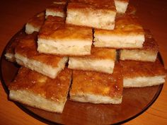 Prajitura cu mere si iaurt - CAIETUL CU RETETE Romanian Desserts, Romanian Food, Cake Recipes, Dessert Recipes, No Cook Desserts, I Foods, Sweet Treats, Deserts, Good Food