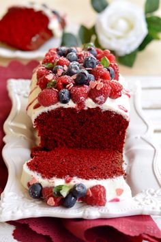 Quick and Easy red velvet cake recipe 6 inch pan All recipes include calories and Weight Watchers Cupcakes, Cupcake Cakes, Velvet Cake, Köstliche Desserts, Delicious Desserts, Sweet Recipes, Cake Recipes, Red Velvet Recipes, Fig Cake