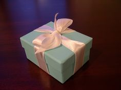 How to tie a Tiffany bow. I always forget how to do this....