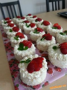 Krispie Treats, Rice Krispies, Sweet Recipes, Sushi, Food And Drink, Cupcakes, Sweets, Ethnic Recipes, Desserts