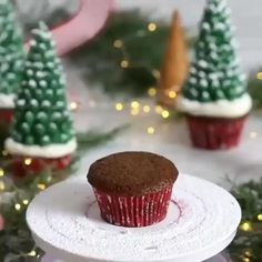 These Santa hat cupcakes are easy to make, make with your favorite cake recipe and with Homemade Icing. They make a great Christmas Party Treat. These Santa Hat Chritmas cupcakes are Christmas desserts that kids will love Christmas Cupcake Toppers, Christmas Cupcakes Decoration, Christmas Tree Cupcakes, Christmas Snacks, Christmas Cooking, Winter Cupcakes, Kids Christmas, Chrismas Cake, Christmas Cake Designs