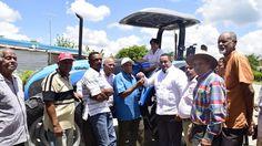 Armario de Noticias: Ganaderos de Monte Plata reciben tractor