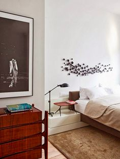 A little mid-century inspired gem of a bedroom by the São Paulo and New York based Studio Arthur Casas. Arthur Casas graduated from Brazil's Mackenzie University i… Style At Home, Home Interior, Interior Architecture, Ideas Hogar, Furniture Styles, Inspired Homes, Home Decor Bedroom, Modern Bedroom, Master Bedroom