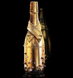 The Moët & Chandon Midnight Gold case is a case designed specifically to chill bottles of Moët & Chandon and is made of lambskin covered with gold and decorated with hand-sewn swarovski crystals and gilded pearls, which draws it inspiration from Champagne bubbles. 2009 entry