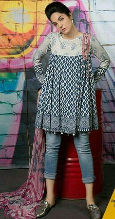New Style Hippie Patterns Ideas Pakistani Fashion Casual, Pakistani Dresses Casual, Pakistani Dress Design, Indian Dresses, Indian Outfits, Indian Fashion, Stylish Dresses, Simple Dresses, Casual Dresses