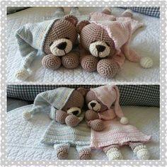 Beertje van My Krissie dolls met een granny doekje.made by Linnepin - Salvabrani Crochet Security Blanket, Crochet Lovey, Crochet Teddy, Cute Crochet, Crochet For Kids, Crochet Dolls, Knit Crochet, Amigurumi Patterns, Crochet Patterns
