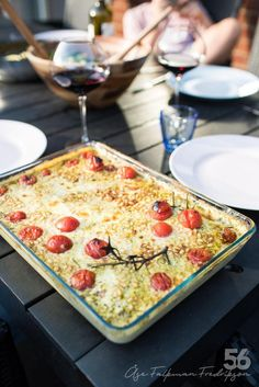 Kyckling med mozzarella och pesto - 56kilo.se - Recept, inspiration och livets goda Mozzarella, Low Carb Recipes, Whole Food Recipes, Healthy Recipes, Pesto, Best Diet For Pcos, Soup Diet Plan, Meal Planning Board, Healthy Food Swaps