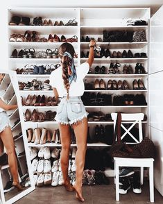 Walk in closet shoe storage wall Summer Outfits, Cute Outfits, Outfits With White Shorts, Boho Outfits, Casual Outfits, Dream Closets, Closet Designs, Walk In Closet, Closet Goals