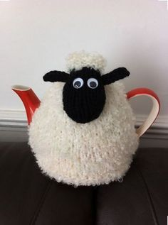 "Knit or Crochet tea cozy! / Hand Knitted Shaun the ""Woolly"" Sheep Tea Cosy/Cozy Tea Cosy Knitting Pattern, Tea Cosy Pattern, Free Knitting, Knitting Patterns, Finger Knitting, Scarf Patterns, Diy Tricot Crochet, Crochet Geek, Knit Or Crochet"