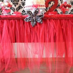 DIY tulle table skirt