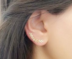 18k Gold Plated Ear Cuff - SOLD INDIVIDUALLY -  ONLY REQUIRES ONE STANDARD EAR PIERCING !  Leaf shape ear pin of special design . It has a curved shape so it will fit perfectly with the contour of your ear.   It is very comfortable and easy to wear! To put it on, simply place it through your pierced hole like an ordinary wire earring and then flip it to the side and slide it over your ear like a bobby pin.  Please choose the side that you want and you can also choose 18K gold plated or 925…