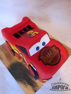 Lightning McQueen cars CakeТеперь и в моей коллекции тортов появился главный герой мультфильма «Тачки» – гоночная машина МакКуин по кличке «Молния». Пишите ваши отзывы, делитесь с друзьями, будет интереснее жить! https://vk.com/svetkintort http://vk.com/album-77636648_210214078 https://vk.com/svetkintort #светкиныпироги #торт #мастика #украшение #cake #тортназаказ