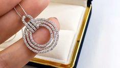 Diamond Mangalsutra, Diamond Earing, Diamond Pendant Necklace, Diamond Jewellery, Unusual Jewelry, Stylish Jewelry, Jewelry Crafts, Jewelry Ideas, Japanese Jewelry