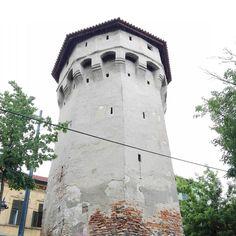 Medieval architecture in all of its splendor!  #Sibiu #Romania #Transylvania #travel #ILoveToTravel #tower #architecture #hometown #great  #beautiful #amazing #splendid #instatravel #travelgram #history #visit #traveler #Tuesday #ig_sibiu #nice #holidaydestinations