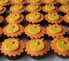Cupcakes made to match jungle cake. Lion Cupcakes, Animal Cupcakes, Yummy Cupcakes, Fondant Cupcake Toppers, Cupcake Art, Cupcake Cookies, Lion Cookies, Cakepops, Cupcakes Decorados