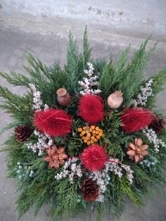 Christmas Arrangements, Ikebana, Christmas Wreaths, Floral Wreath, Bouquet, Holiday Decor, Flowers, Diy, Home Decor