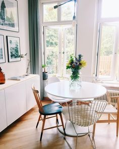 Beste - photowall - Ikea - vintage chairs - house doctor - round table - wire chair - stromby - docksta