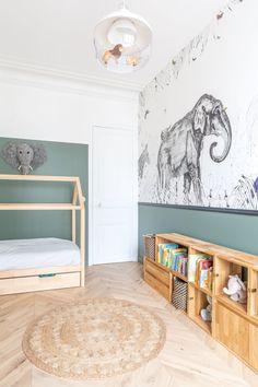 Neuilly sur Seine Wohnung ein Haussmannian modernisiert in Nuance Baby Bedroom, Baby Boy Rooms, Baby Room Decor, Kids Bedroom, Boys Room Wallpaper, Toddler Rooms, Toddler Bed, Kids Room Design, Girl Room