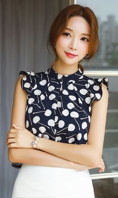 StyleOnme_Cherry Print Sleeveless Blouse #elegant #summer #look #cherry #print #blouse #korean #model #fashion #kstyle #pretty #chic
