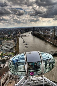 London Eye - I crossed this off my list in 2005 with one of my best friends in the world. Awesome view of London Places Around The World, Oh The Places You'll Go, Places To Travel, Places To Visit, Around The Worlds, London Eye, Voyage Europe, England And Scotland, Parcs