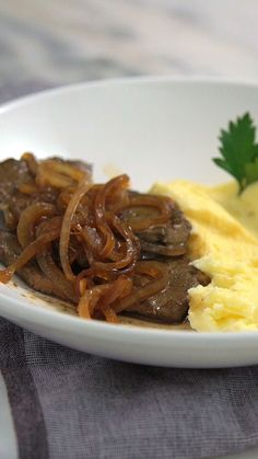 Liver steak with onions - Rezepte Seafood Recipes, Gourmet Recipes, Chicken Recipes, Cooking Recipes, Meat Recipes, Cheap Clean Eating, Clean Eating Snacks, Portuguese Recipes, Steaks