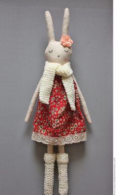 Celles qui me suivent sur instagram (@heleneetlesjolismomes) savent déjà que je préparais en secret une petite poupée lapin destinée à R...