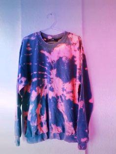 Diy Tie Dye Sweatshirt, Diy Tie Dye Shirts, Diy Tie Dye Bleach, Gebleichte Shirts, Moda Tie Dye, Tie Dye Tutorial, Reverse Tie Dye, Tie Dye Crafts, Tie Dye Fashion