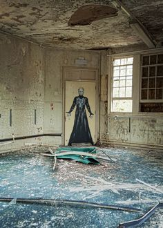 Abandoned mental hospital in Bristol. That painting is so creepy! Abandoned Buildings, Abandoned Prisons, Abandoned Mansions, Old Buildings, Abandoned Places, Scary Places, Haunted Places, Insane Asylum, Mental Asylum