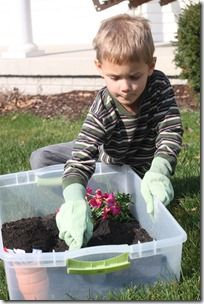 garden sensory tub- need to make this, but no gloves! Natural dirt is great for probiotics and zinc!