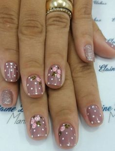 Started With Innovative Nail Art Designs Very feminine nail artVery feminine nail art Daisy Nail Art, Daisy Nails, Flower Nails, Red Nails, Nail Art Flowers, Bright Nail Art, Acrylic Nail Shapes, Nagel Gel, Nail Decorations