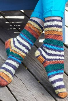 Keep warm this fall with a great pair of DIY striped knitted socks. Get the free knitting pattern here!