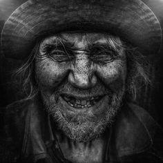 Avec sa série Lost Angels, le photographe américain Lee Jeffries a souhaité rendre hommage aux sans-abris, afin d'offrir un visage à ces personnes trop fa