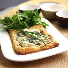 Feuilleté de poire, fondue d'échalotes au bleu d'Auvergne