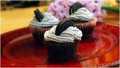 Cupcakes cu biscuiti Oreo Cupcakes, Erika, Desserts, Food, Salads, Tailgate Desserts, Cupcake Cakes, Deserts, Essen