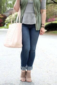 Cute spring outfit with a peplum top and skinny jeans by Peaches in a Pod
