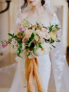 Warm, fall bridal wedding bouquet | #bouquet #weddingflowers #flowerideas #weddingbouquet #bouquets
