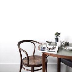 Death by Elocution — freshbrewedlife: Eva Tsang Table Sofa, Minimalist Interior, Minimalist Lifestyle, Home Hacks, Hacks Diy, Interior Exterior, Interior Design Inspiration, Apartment Living, Interior Decorating