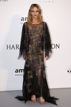 French actress and singer Vanessa Paradis poses during a photocall as she arrives to attend the amfAR's Cinema Against AIDS 2016 event, during the Cannes Film Festival, in Antibes Julia Restoin Roitfeld, Katy Perry Photos, Chanel Iman, Toni Garrn, Vanessa Paradis, Milla Jovovich, Helen Mirren, Irina Shayk, Alessandra Ambrosio