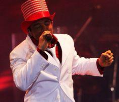 Netinho em 2009 no palco na segunda noite de gravação do seu DVD Netinho e a Caixa Mágica em Aracaju/SE. Música Himalaia. Criação e Direção Netinho.