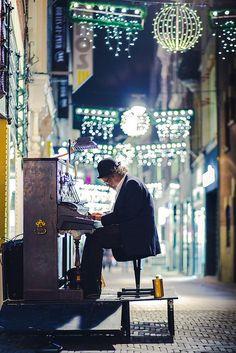 http://WhoLovesYou.ME | #streetmusician #streetperformer Street Musician  #streetperformer #busker