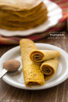 Cinnamon Sugar Pumpkin Pancake Rolls - easy and portable, they're the perfect breakfast. | pumpkin recipes