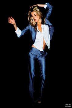 Kate Moss. Dance. Blue suit. Fashion.