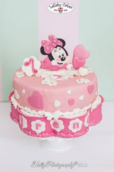 Minnie mouse first birthday cake www.lallabycakes.blogspot.it