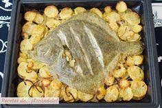 Delicioso asado perfecto para ocasiones especiales y Navidad, aliñado con una salsa verde casera. El rodaballo queda muy rico y jugoso y las patatas tiernas